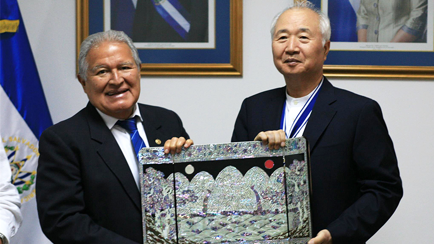 Ilchi Lee Awarded for Bringing Peace to Violent Salvadoran Schools with Brain Education