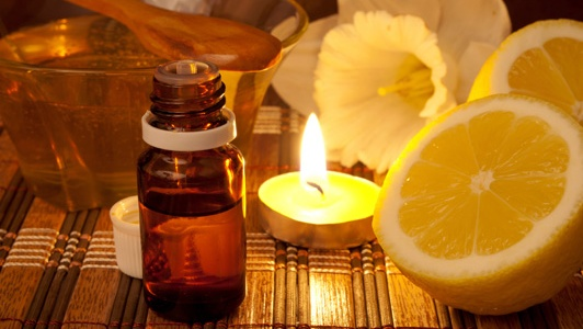 8 Aromatherapy Oils to Enhance Meditation